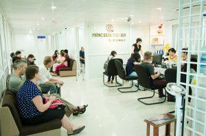 Hình ảnh người nước ngoài chờ khám khi tới khám tại Bệnh Viện đa khoa Vạn Hạnh
